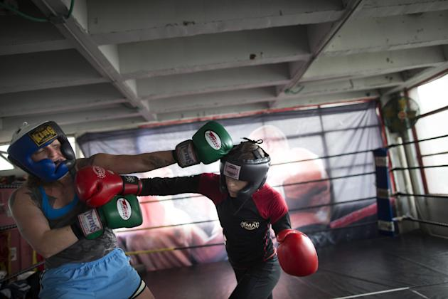 Female Bantamweight Boxing World Champion Hagar Finer Training Session