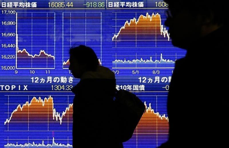 Asia stocks drop as bank concerns smoulder, yen stands tall