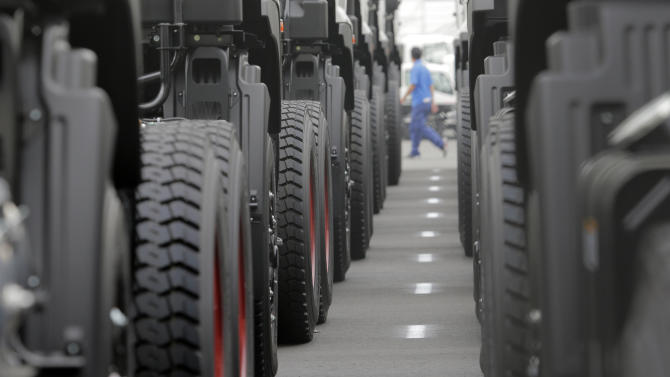 Japan manufacturing, hiring rise in March