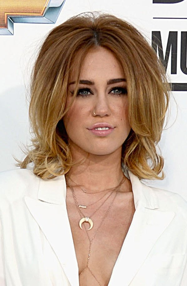 Miley Cyrus&#x2019; Retro Hair At The 2012 Billboard Music Awards: Love or Loathe?