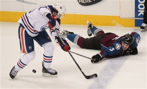 Dubnyk bottles up Avs as Oilers cruise to 4-0 win