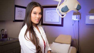 Meet 'Dr. Pimple Popper,' the Dermatologist Who Became a YouTube Sensation