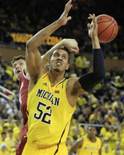 No. 3 Michigan beats Arkansas 80-67 for 9-0 start