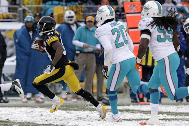 Pittsburgh Steelers wide receiver Antonio Brown (84) beats Miami Dolphins free safety Reshad Jones (20) and Miami Dolphins middle linebacker Dannell Ellerbe (59) and heads for the end zone after takin