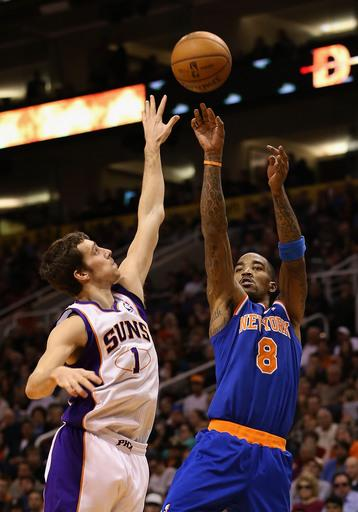 Smith's baseline jumper at buzzer beats Suns 99-97