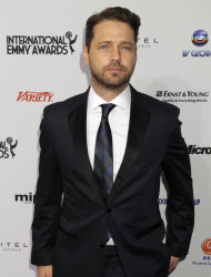Jason Priestley is getting behind the camera for Cas & Dylan