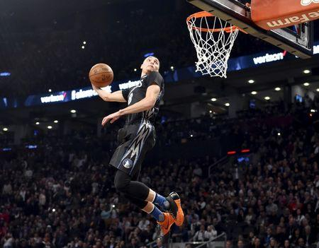 LaVine climbs highest to repeat as Slam Dunk champion