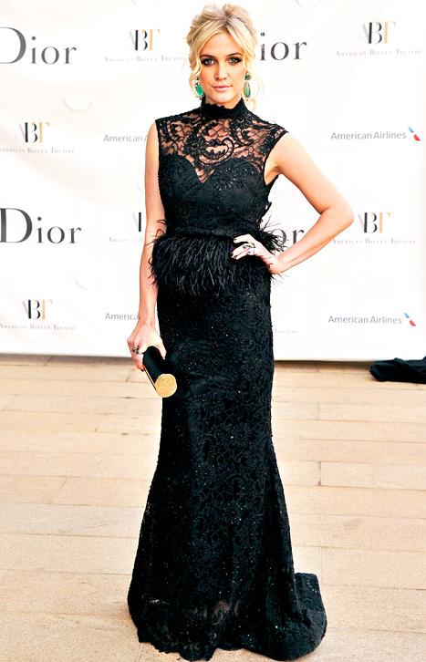 Ashlee Simpson Stuns in Backless Gown at NYC Gala: Picture