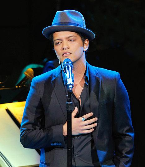 Bruno Mars' Mom Dies of Brain Aneurysm at Age 55