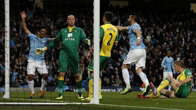 Manchester City's Alvaro Negredo (2nd R) celebrates after scoring his side's fourth goal during their English Premier League soccer match against Norwich City