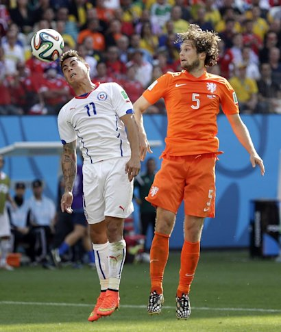 Chile's Eduardo Vargas heads the ball away from Netherlands' Daley Blind during the group B World Cup soccer match between the Netherlands and Chile at the Itaquerao Stadium in Sao Paulo, Brazil, Monday, June 23, 2014. (AP Photo/Felipe Dana)