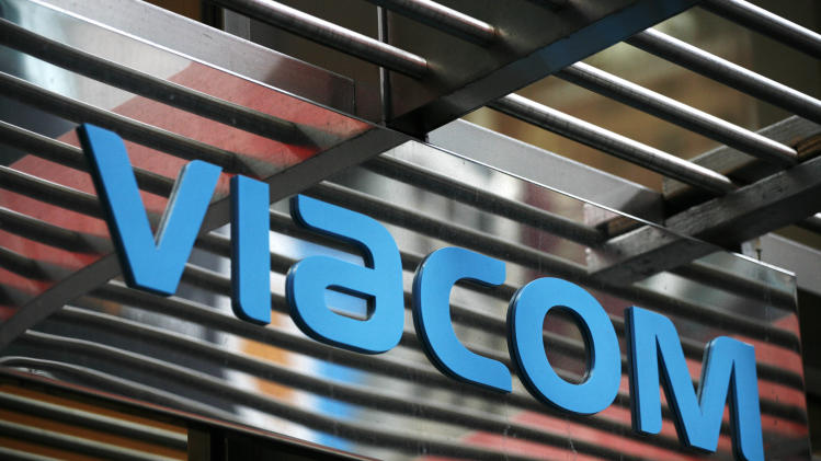 FILE -This Jan. 19, 2010, file photo, shows the entrance to Viacom's headquarters is shown in New York. Viacom Inc. reports quarterly earnings on Thursday, Nov. 14, 2013. (AP Photo/Mark Lennihan, File)
