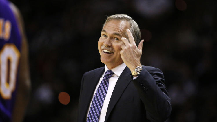Mike D'Antoni resigns as head coach of the Los Angeles Lakers