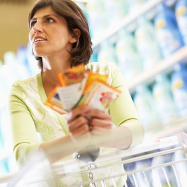 Woman-grocery-shopping_web