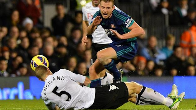 Fulham's Norwegian defender Brede Hangeland (L) tackles Sunderland's English midfielder Lee Cattermole (AFP)