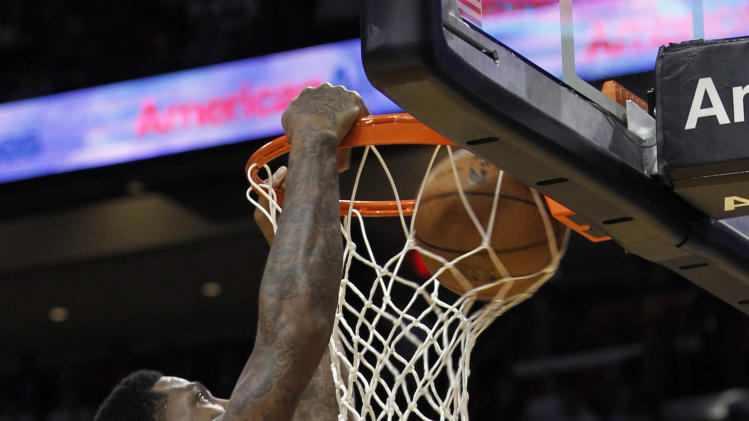 Miami Heat's Udonis Haslem dunks against the New York Knicks in the first half of an NBA basketball game, Thursday, Dec, 6, 2012, in Miami. ( AP Photo/Alan Diaz)