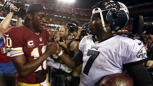 Washington Redskins quarterback Robert Griffin III (L) and Philadelphia Eagles quarterback Michael Vick shake hands (Reuters)