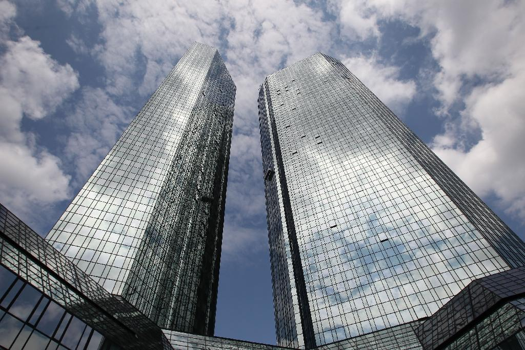 Deutsche Bank shares sink 7% as hedge funds pull money out