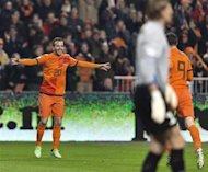 Rafael van der Vaart of the Netherlands (L) celebrates his goal with team mate Robin van Persie (R) during their 2014 World Cup qualifying match against Estonia in Amsterdam March 22, 2013. REUTERS/Michael Kooren