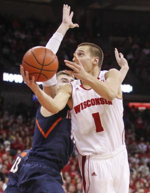 No. 4 Wisconsin routs No. 23 Illinois 95-70