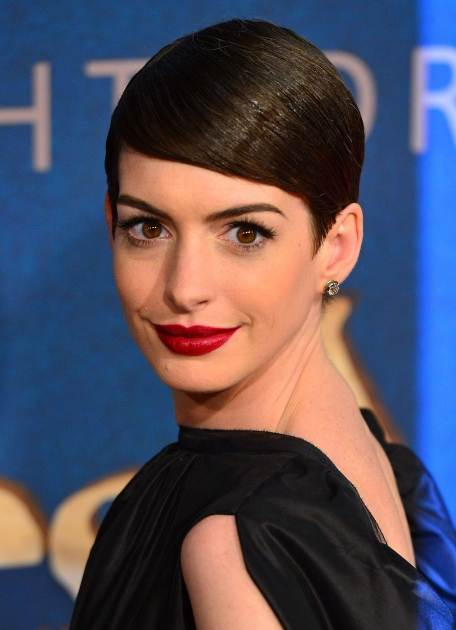 Anne Hathaway poses at the'Les Miserables' New York premiere at Ziegfeld Theatre on December 10, 2012 in New York City -- WireImage