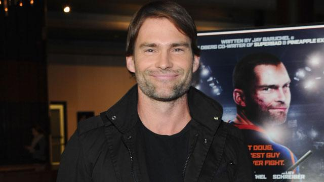Seann William Scott Engaged to Model Girlfriend