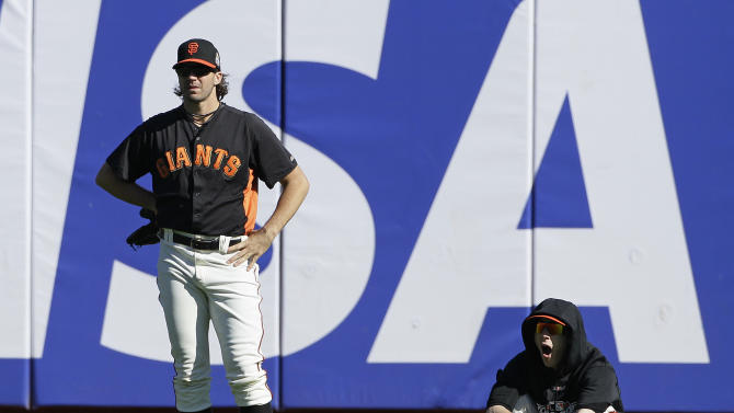 San Francisco Giants' Barry Zito, left, and Tim Lincecum watch as the Giants take batting practice before Game 2 of baseball's World Series against the Detroit Tigers Thursday, Oct. 25, 2012, in San Francisco. (AP Photo/Jeff Chiu)