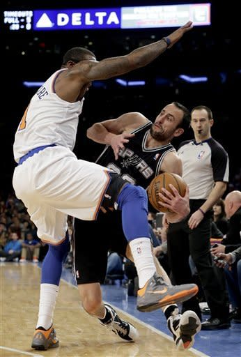 Knicks end Spurs' 7-game winning streak in romp