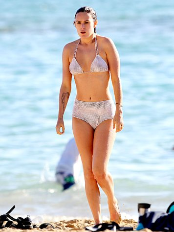 Rumer Willis Rocks Retro-Inspired Bikini in Hawaii