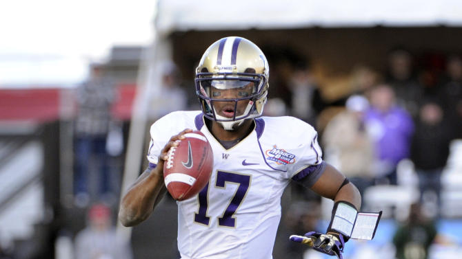 Washington quarterback Keith Price (17) looks for an open player the during second half of the MAACO Bowl NCAA college football game against Boise State, Saturday, Dec. 22, 2012, in Las Vegas. Boise State won 28-26. (AP Photo/David Becker)