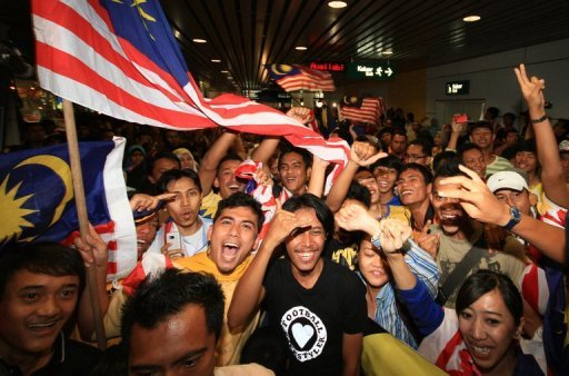Malaysia host Singapore in what is set to be a hothouse atmosphere at Kuala Lumpur's Bukit Jalil National Stadium