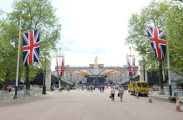 Preparations for the Diamond Jubilee are ongoing around Buckingham Palace.  London, England - 30.05.12 Credit: (Mandatory): WENN.com