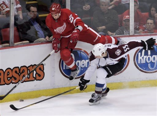 Red Wings drop 2nd straight at home, fall to Avs