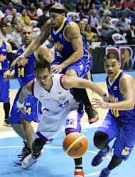 Harvey Carey climbs over the back of June Mar Fajardo. (PBA Images)