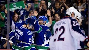 Daniel Sedin scores 2 as Canucks top Blue Jackets