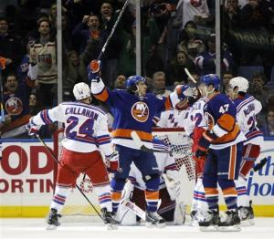 Parenteau, Moulson lift Isles over Rangers in SO