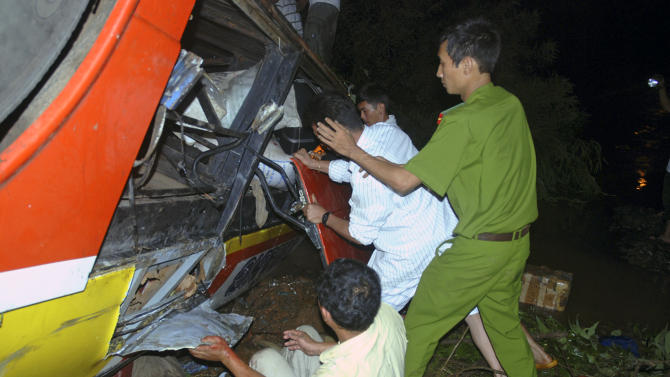 In this photo taken on Thursday, May 17, 2012, rescuers work to search for victims of a bus accident in central highland province of Dak Lak, Vietnam. The crowded bus plunged into a river bank, killing 34 people and injuring 21 others in one of the country's deadliest road accidents. (AP Photo/Tuoi Tre Newspaper, Thai Ba Dung)