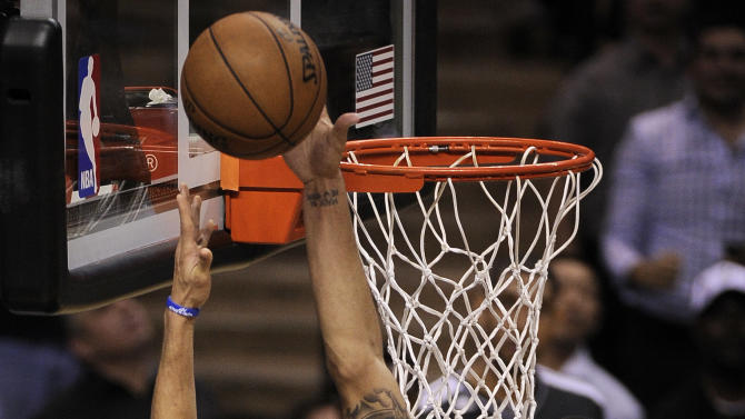 San Antonio Spurs' Danny Green, right, blocks a shot by Golden State Warriors' Stephen Curry during the second half of Game 1 of the Western Conference semifinal NBA basketball playoff series, Monday, May 6, 2013, in San Antonio. San Antonio won 129-127 in double overtime. (AP Photo/Darren Abate)