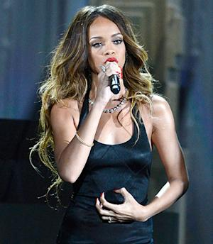 Rihanna Contracts Laryngitis, Cancels Boston Concert