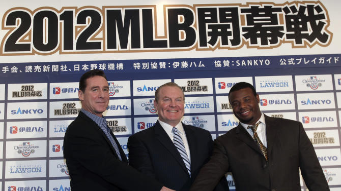 Oakland Athletics manager Bob Melvin, left, Seattle Mariners manager Eric Wedge, center, and Mariners special consultant Ken Griffey Jr. pose for photographers after a press conference in Tokyo, Monday, Jan. 16, 2012. The Mariners and Athletics will open next season in Japan with a two-game series at the Tokyo Dome on March 28 and 29. (AP Photo/Shizuo Kambayashi)