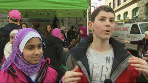 Az-Zahhra Islamic Academy student Sadiyah Jagani and Richmond Jewish Day School student Abe Ravvin serve food together in the Downtown Eastside for Random Act of Kindness week.
