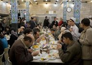 ranians take lunch in a popular restaurant in Tehran Grand Bazaar March 16, 2008. REUTERS/Ahmed Jadallah/Files