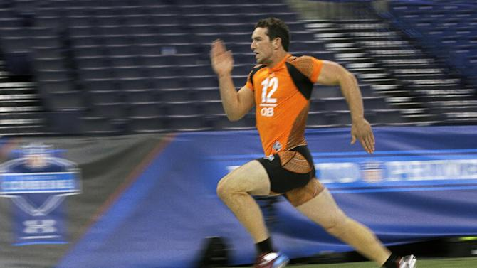 Stanford quarterback Andrew Luck runs the 40-yard dash at the NFL football scouting combine in Indianapolis, Sunday, Feb. 26, 2012. (AP Photo/Michael Conroy)