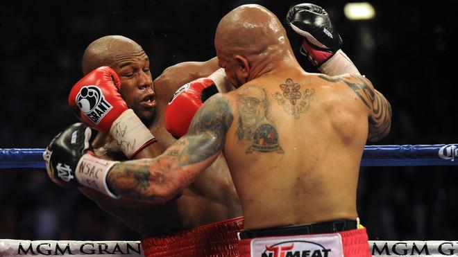 US Boxer Floyd Mayweather (L) Fights AFP/Getty Images