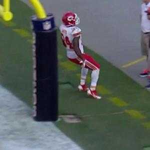Kansas City Chiefs running back Knile Davis up the middle for a 4-yard touchdown