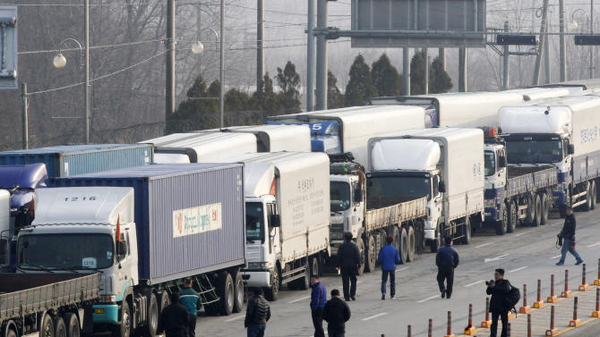 South Korean drivers walk back to their trucks to turn back at the customs, immigration and quarantine office in Paju, South Korea, near the border village of Panmunjom, Thursday, April 4, 2013. North Korea on Wednesday barred South Korean workers from entering a jointly run factory park just over the heavily armed border in the North, officials in Seoul said, a day after Pyongyang announced it would restart its long-shuttered plutonium reactor and increase production of nuclear weapons material. (AP Photo/Ahn Young-joon)