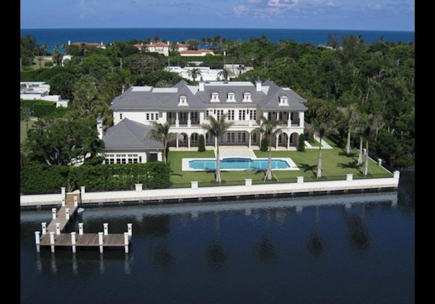 1220 South Ocean Boulevard in Palm Beach. Click either photo to see many more pictures in the listing.