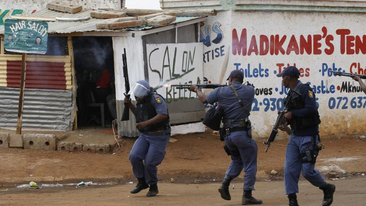 Police open fire at protesters during violent service delivery protests in Bekkersdal