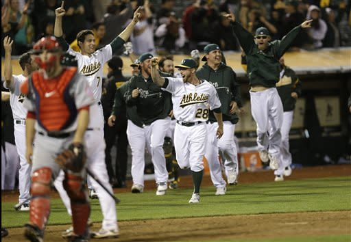 Moss hits 2nd HR in 19th, A's outlast Angels 10-8