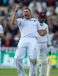 England&#39;s Tim Bresnan celebrates after taking the wicket of West Indies Marlon Samuels during the third day of the third Test match between England and West Indies in Birmingham, central England